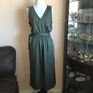 NWT Gap Army Green V-neck Jumpsuit Jumpsuit Small